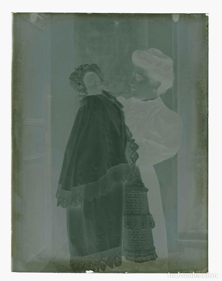 Fotografía antigua: MATERNIDAD. Señora con su bebé. Cataluña. Modernismo. c. 1905 - Foto 3 - 210456880