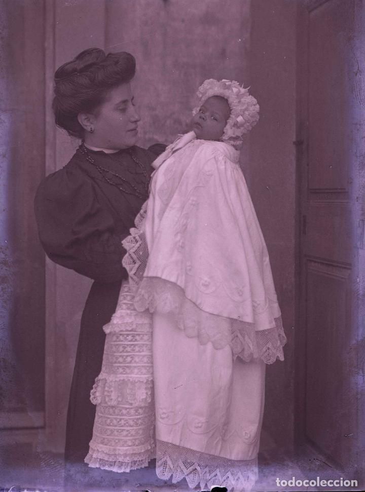 MATERNIDAD. SEÑORA CON SU BEBÉ. CATALUÑA. MODERNISMO. C. 1905 (Fotografía Antigua - Gelatinobromuro)