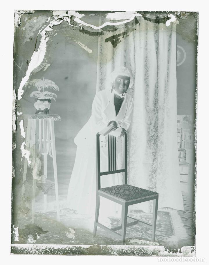 Fotografía antigua: SEÑORITA en galeria fotográfica. Barcelona. c. 1095 - Foto 3 - 210456955