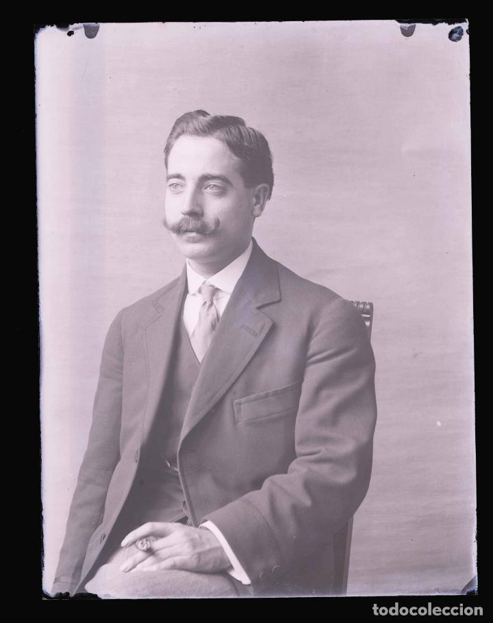 Fotografía antigua: CABALLERO. Retrato de joven señor. Fotografía familiar. Barcelona. c. 1905 - Foto 2 - 210457262