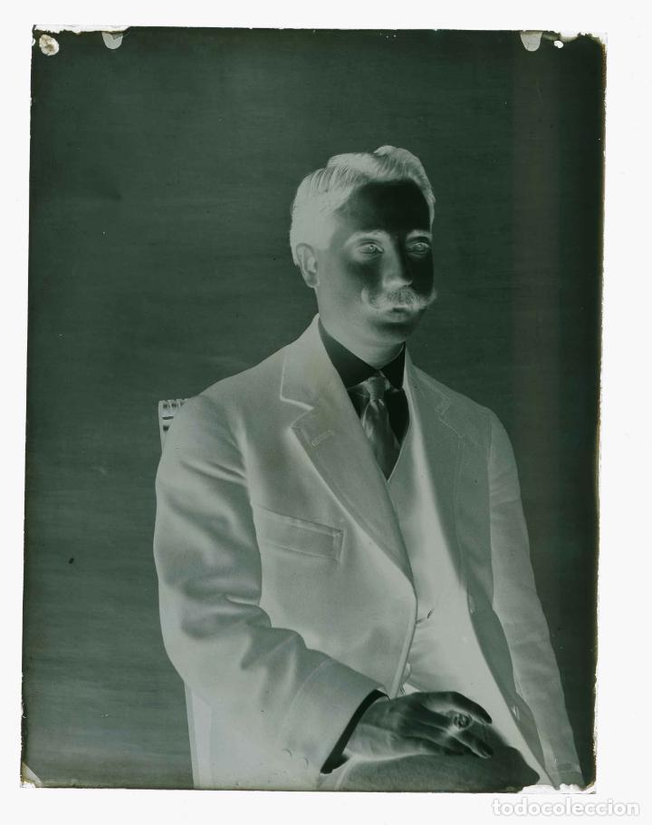 Fotografía antigua: CABALLERO. Retrato de joven señor. Fotografía familiar. Barcelona. c. 1905 - Foto 3 - 210457262