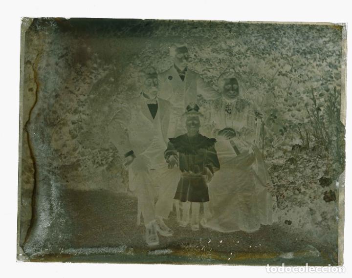 Fotografía antigua: FOTO DE JARDIN. Familia en el jardin. Foto familiar. c. 1905 - Foto 2 - 210457371