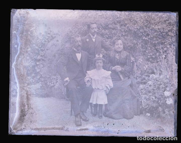 Fotografía antigua: FOTO DE JARDIN. Familia en el jardin. Foto familiar. c. 1905 - Foto 3 - 210457371