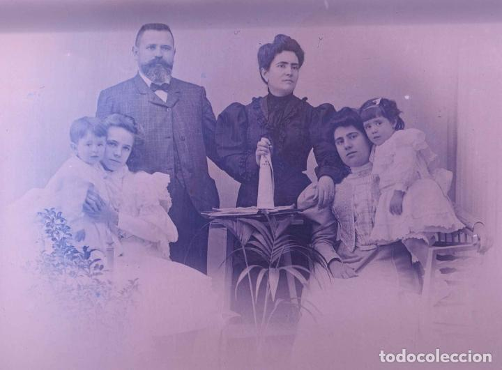 FOTO FAMILIAR. PADRES E HIJOS. CATALUÑA. C. 1905 (Fotografía Antigua - Gelatinobromuro)