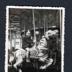 Fotografía antigua: FERIA DE ATRACCIONES. TARRAGONA. F: VALLVÉ. SIMPÁTICA FOTO DE NIÑO-3. 1948. Lote 212013065