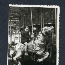 Fotografía antigua: FERIA DE ATRACCIONES. TARRAGONA. F: VALLVÉ. SIMPÁTICA FOTO DE NIÑO-6. 1948. Lote 212016957