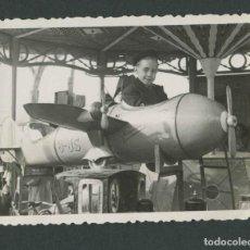 Fotografía antigua: FERIA DE ATRACCIONES. TARRAGONA. F: VALLVÉ. SIMPÁTICA FOTO DE NIÑO-7. 1948. Lote 212017535