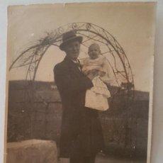 Fotografía antigua: RETRATO ABUELO CON NIETA CUEVAS DE CASTRO FOTOGRAFIA 1931. Lote 212249590