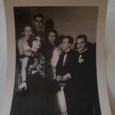Fotografía antigua: RETRATO FIESTA DE GALA MADRID MILITAR EX COMBATIENTE DIVISION AZUL CRUZ DE HIERRO FOTOGRAFIA AÑOS 40. Lote 212258102