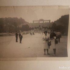 Fotografía antigua: RETRATO SEÑORAS TURISTAS FOTOGRAFIA AÑOS 50. Lote 212336897