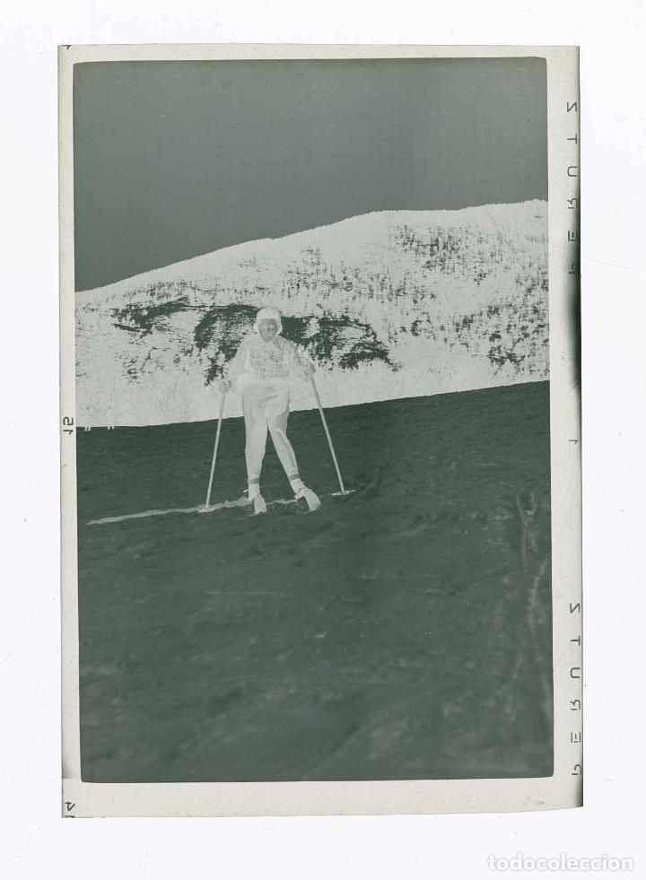 Fotografía antigua: LA MOLINA. Nieve. Esquiadora. c.1960 - Foto 2 - 212843015