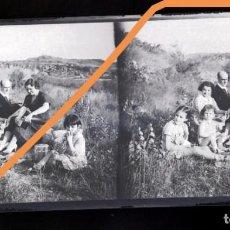 Fotografía antigua: NEGATIVO DE FOTOGRAFÍA. FAMILIA. CERCANÍAS BARCELONA.PLACA CRISTAL ESTEREOSCÓPICA. Lote 214376832