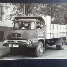 Fotografía antigua: FOTO DE CAMION THAMES TRADER ESPAÑOL 23.5 X 17. Lote 215995368