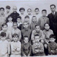 Fotografía antigua: F-4752. FOTOGRAFIA DE GRUPO ESCOLAR CON EL PROFESOR. AÑOS TREINTA. ESPAÑA.. Lote 216377250