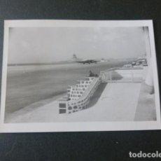 Fotografia antica: LALS PALMAS DE GRAN CANARIA AEROPUERTO ANTIGUA FOTOGRAFIA 7,5 X 10,5 CMTS. Lote 216671678