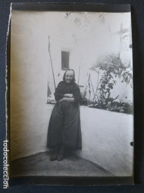 ALBURQUERQUE BADAJOZ ANCIANA 92 AÑOS FOTOGRAFIA HACIA 1900 ARCHIVO JOSE RAMON MELIDA 9 X 13 CMTS (Fotografía Antigua - Gelatinobromuro)