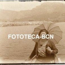 Fotografía antigua: FOTO ORIGINAL BAHIA DE SOLLER TURISTAS EN BARCA AÑOS 20 MALLORCA BALEARES. Lote 217814851