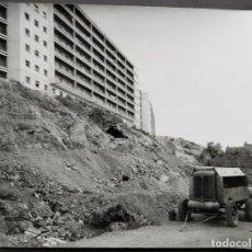 Fotografía antigua: BARCELONA CONSTRUCCIÓN DEL TUNEL VILAPICINA-PLAZA IBIZA TAMAÑO 18 X 24 CM.. Lote 221672675