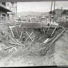 Fotografía antigua: BARCELONA CONSTRUCCIÓN DEL TUNEL VILAPICINA-PLAZA IBIZA TAMAÑO 18 X 24 CM.. Lote 221672702