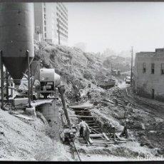 Fotografía antigua: BARCELONA CONSTRUCCIÓN DEL TUNEL VILAPICINA-HORTA TAMAÑO 18 X 24 CM.. Lote 221672855