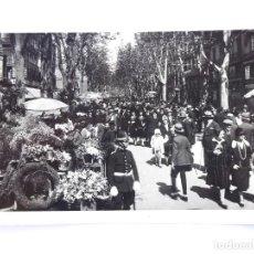 Fotografía antigua: F-4808. BARCELONA. FOTOGRAFIA DE LAS RAMBLAS. AÑOS 20. CURIOSA RECETA DE COGNAC EN EL REVERSO. Lote 222063840