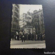 Fotografia antiga: VALENCIA FALLAS UNA FALLA ANTIGUA FOTOGRAFIA 7 X 10 CMTS. Lote 224676005