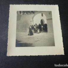 Fotografia antiga: SAN ANTONIO IBIZA MUJERES IBICENCAS ANTIGUA FOTOGRAFIA 7 X 7 CMTS. Lote 224838613