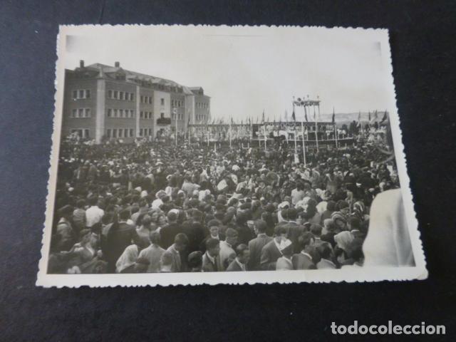 CUENCA 1957 2 FOTOGRAFIAS ACTO RELIGIOSO L. PASCUAL FOTOGRAFO 8 X 12 CMTS (Fotografía Antigua - Gelatinobromuro)