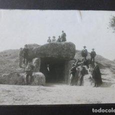 Fotografia antiga: ANTEQUERA MALAGA DOLMEN DE MENGA 2 FOTOGRAFIAS HACIA 1900 13 X 18 CMTS. Lote 226377765