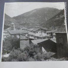 Fotografia antiga: ANDORRA VISTA DETALLE URBANO ANTIGUA FOTOGRAFIA POR VIAJERO FRANCES 1948 18 X 24 CMTS. Lote 226637665