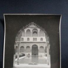 Fotografía antigua: PRECIOSA FOTO GRANDE GRANADA VISTA GENERAL ALHAMBRA PATIO ARQUITECTURA ORIGINAL C.1915 21X16CM. Lote 226781070