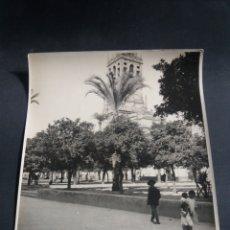 Fotografía antigua: FOTO GRANDE CORDOBA PATIO DE LOS NARANJOS MEZQUITA ANIMADA ARQUITECTURA ORIGINAL C.1915 21X16CM. Lote 226782410