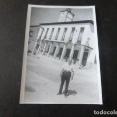 Fotografia antiga: MIRAFLORES DE LA SIERRA MADRID AYUNTAMIENTO ANTIGUA FOTOGRAFIA 8 X 10,5 CMTS. Lote 226819875