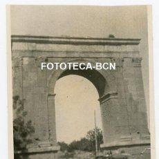 Fotografia antiga: FOTO ORIGINAL ARC DE BERÀ COCHE AUTOMOVIL AÑOS 20/30. Lote 229151055