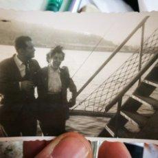 Photographie ancienne: FOTOGRAFÍA PAREJA EN UN BARCO PUERTO DE SANTURCE ? AÑOS CUARENTA ORIGINAL. Lote 233566905