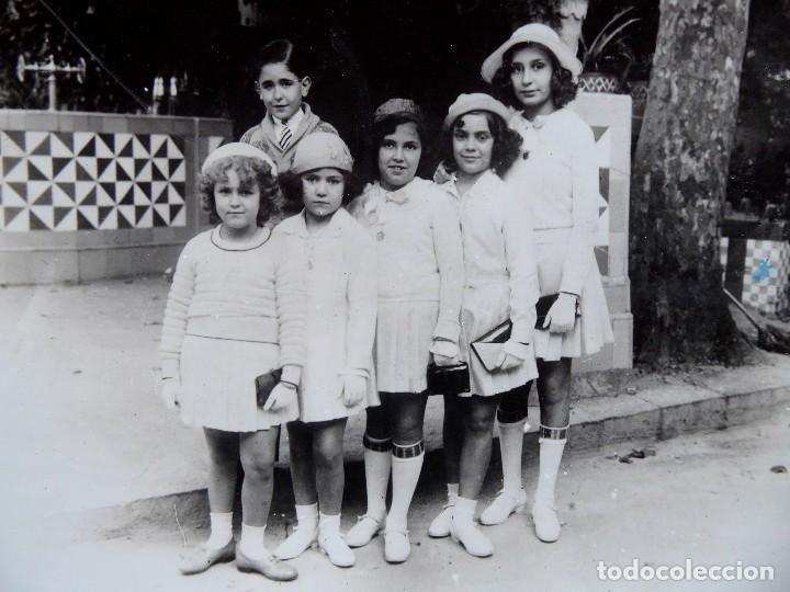 Fotografía antigua: F-4944. FOTO FAMILIAR. BARCELONA. AÑOS 40. MUY BIEN CONSERVADA. - Foto 2 - 236599785