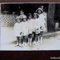 Fotografía antigua: F-4945. FOTO FAMILIAR. BARCELONA. AÑOS 40. MUY BIEN CONSERVADA. GRAN FORMATO.. Lote 236600215