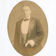 Fotografía antigua: CÓMICO, MAGO O ACTOR POR IDENTIFICAR, SIN DATOS. 1910 APROX. 10,5X14,5 CM.. Lote 237205345