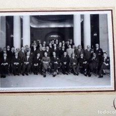 Fotografia antica: FG-557. CELEBRACIÓN 1º DE OCTUBRE.BARCELONA. 1942. GRAL.KINDELÁN Y ALCALDE BARCELONA CON EMPRESARIOS. Lote 237755505