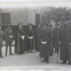 Fotografía antigua: VALENCIA MILITARES PROCESION CORPUS TAMAÑO 17 X 12,5 CM.. Lote 245358825