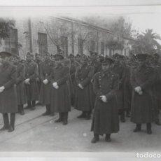 Fotografía antigua: VALENCIA MILITARES PROCESION CORPUS TAMAÑO 17 X 12,5 CM.. Lote 245358840