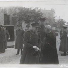 Fotografía antigua: VALENCIA MILITARES PROCESION CORPUS TAMAÑO 17 X 12,5 CM.. Lote 245358855