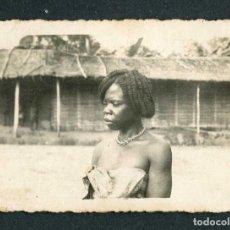 Fotografía antigua: GUINEA ECUATORIAL. COLONILALISMO. MUJER CON PEINAD GUINEANO. C. 1940. Lote 245469460