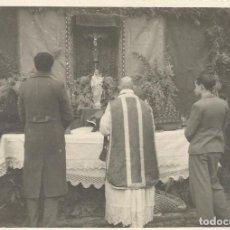 Fotografía antigua: PRIMERA MISA DESPUÉS DE LA GUERRA. 29 DE ENERO DE 1939. ALELLA. M. LL. SOLER. 9X12 CM. BUEN ESTADO.. Lote 247518145
