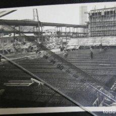 Fotografía antigua: AVILES , CONSTRUCCION DE FABRICA. Lote 249576675