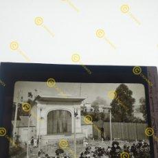 Fotografía antigua: FOTOGRAFÍA PLACA CRISTAL EN POSITIVO SOBRE EL 1900 MADRID CONCIERTO DE MÚSICA. Lote 252973750