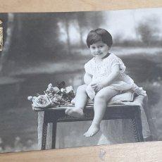 Fotografía antigua: TARJETA POSTAL FOTOGRÁFICA NIÑA FOTO LINKER BILBAO 14X9 CM.. Lote 254226650