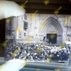 Fotografía antigua: PLACA DE CRISTAL DE GELATINO BROMURO VALENCIA PROCESIÓN RELIGIOSA 1920-30. Lote 262361605