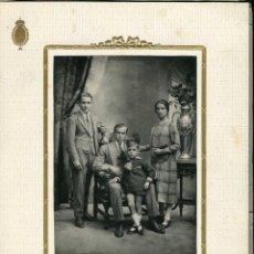 Fotografía antigua: FOTO DE FAMILIA. F: ROVIRA. BCN. C.1925. Lote 263174840
