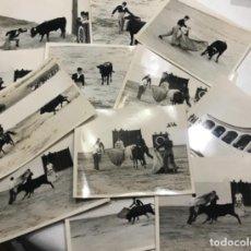 Fotografía antigua: LOTE DE 15 FOTOGRAFÍAS DE TOROS. TAUROMAQUIA 1950'S.. Lote 266982769